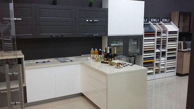 Фото с открытия салона. Кухня
